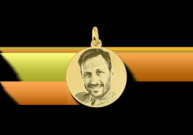 Gouden hanger met foto rond gegraveerd