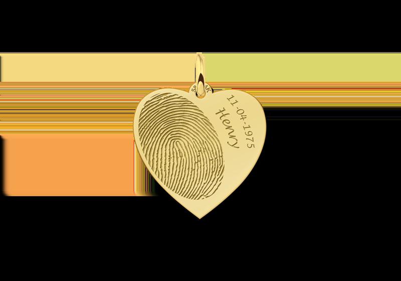 Gouden hart sieraad met vingerafdruk en naam en datum gegraveerd