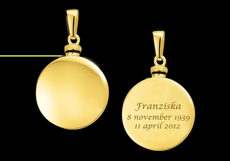 Gouden rond assieraad met gravure gegraveerd