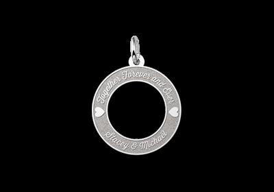 Ronde hanger van zilver met 2 hartjes 20mm Gegraveerd