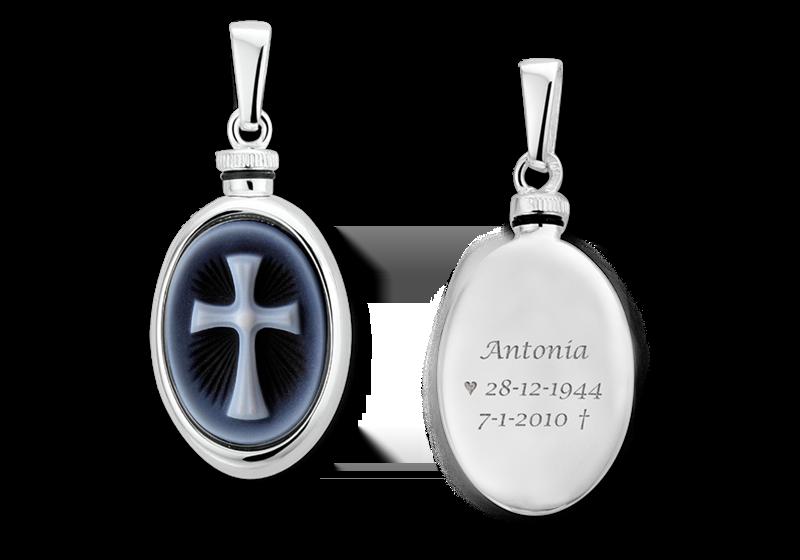 Zilver ovaal assieraad met blauwe camee 'Latijns kruis' gegraveerd
