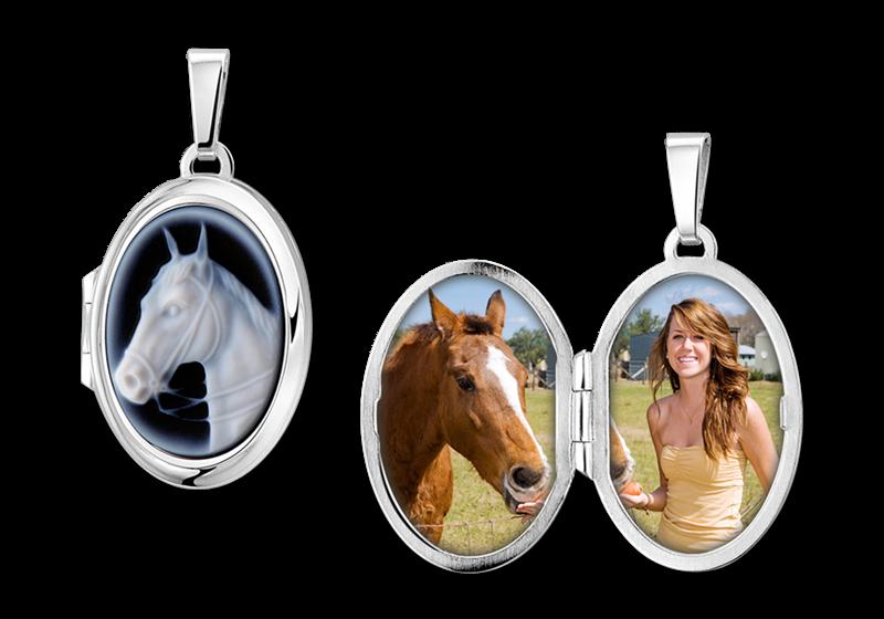"""Zilveren medaillon ovaal met blauwe camee """"paard"""" gegraveerd"""