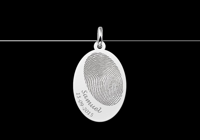 Zilveren vingerafdruk sieraad naam en datum ovaal gegraveerd