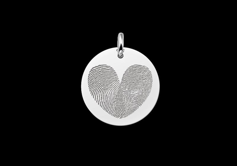 Ronden hanger met twee vingerafdrukken in hartvorm